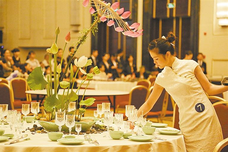 平台-中餐宴会摆台图片