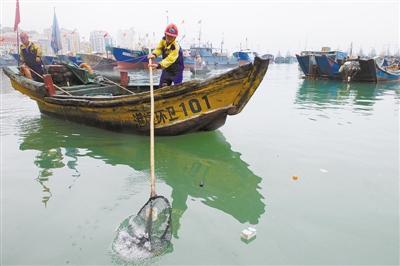 清理海漂垃圾 守护蔚蓝海洋