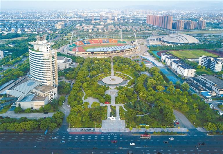 树立以人为本,以绿为调,以水为线,以史为魂的设计理念,不断加强城市公